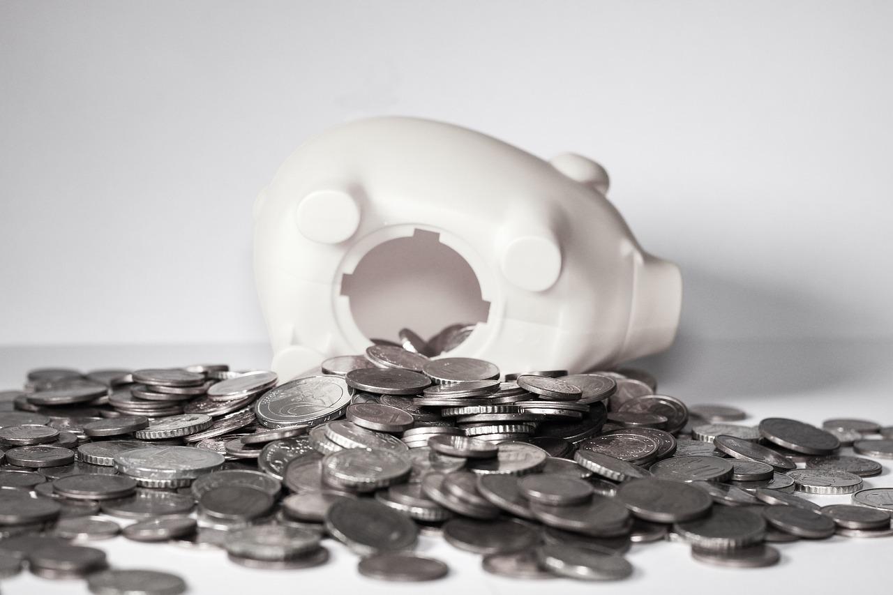貯金箱の画像