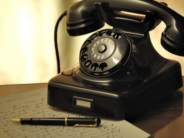 電話機と文房具の画像