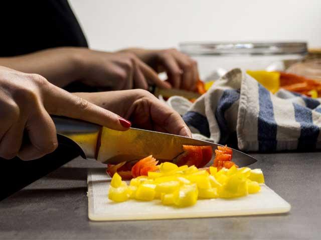 野菜を切る画像